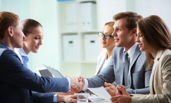 Участие в переговорах по заключению договоров  купли/продажи товаров